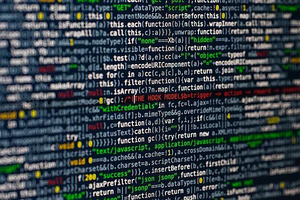 HTML Code auf einem Monitor